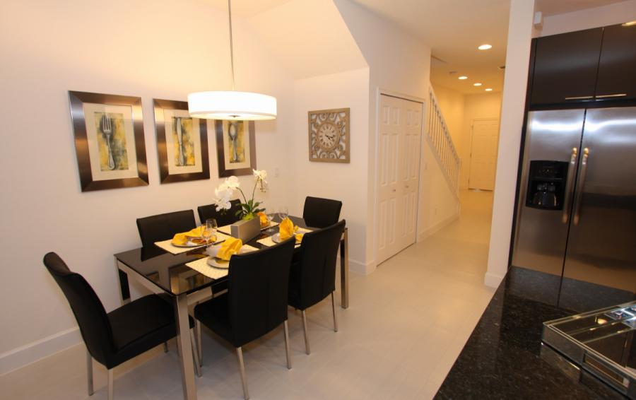 Dining Nook - Swift Sails 3 Bedroom Modern Townhouse - Dream Resort - Homes4uu
