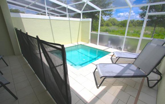 Private Pool with Child Safety Screen - Swift Sails 3 Bedroom Modern Townhouse - Dream Resort - Homes4uu