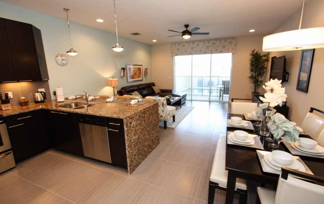 Great Room - Swift Sails II 3 Bed Vacation Townhouse - Dream Resort - Homes4uu