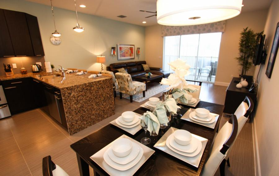Great Room and Dining Area - Swift Sails II 3 Bed Vacation Townhouse - Dream Resort - Homes4uu