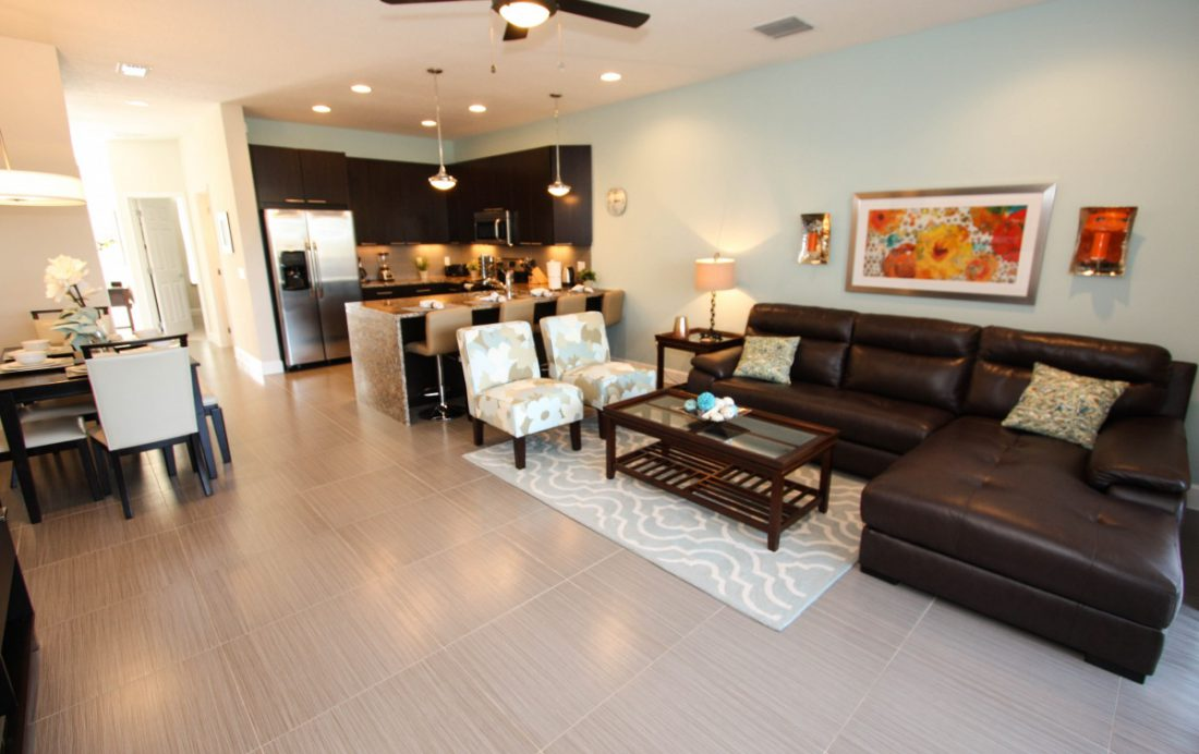 Great Room Seating Area - Swift Sails II 3 Bed Vacation Townhouse - Dream Resort - Homes4uu