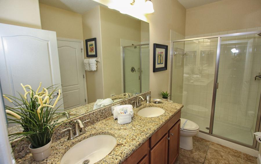 Bathroom 1 - Celeste 9 Bedroom Orlando Vacation Home - Championsgate Resort - Homes4uu
