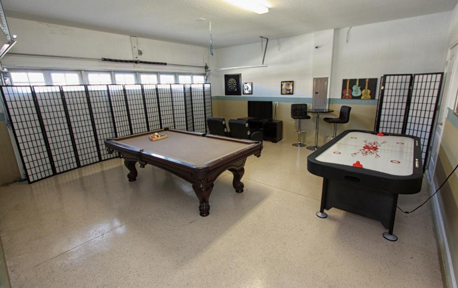 Garage Games Room with Air Hockey and Pool- Celeste 9 Bedroom Orlando Vacation Home - Championsgate Resort - Homes4uu