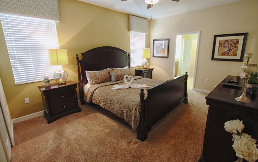 Bedroom 2 - Celeste 9 Bedroom Orlando Vacation Home - Championsgate Resort - Homes4uu