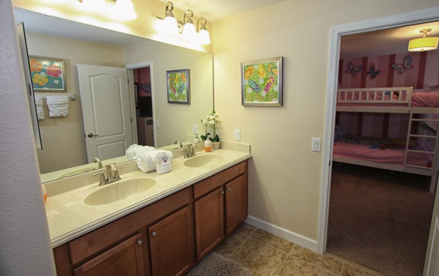 Bathroom 3 - Celeste 9 Bedroom Orlando Vacation Home - Championsgate Resort - Homes4uu