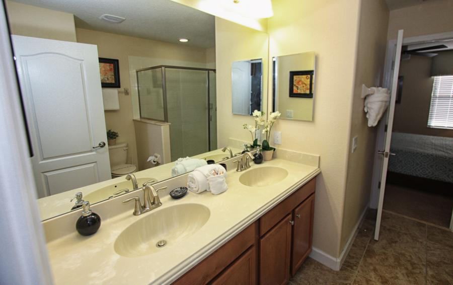 Bathroom 4 - Celeste 9 Bedroom Orlando Vacation Home - Championsgate Resort - Homes4uu