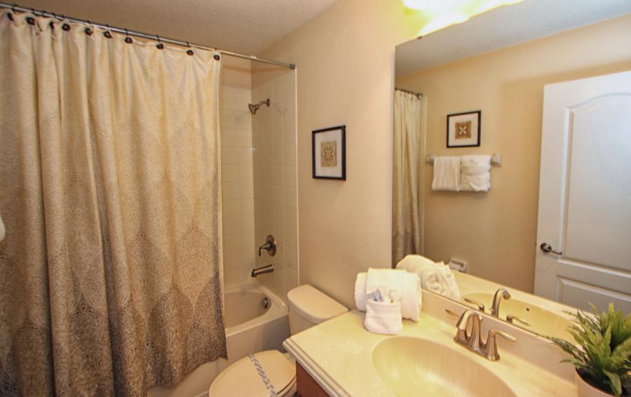 Bathroom 5 - Celeste 9 Bedroom Orlando Vacation Home - Championsgate Resort - Homes4uu