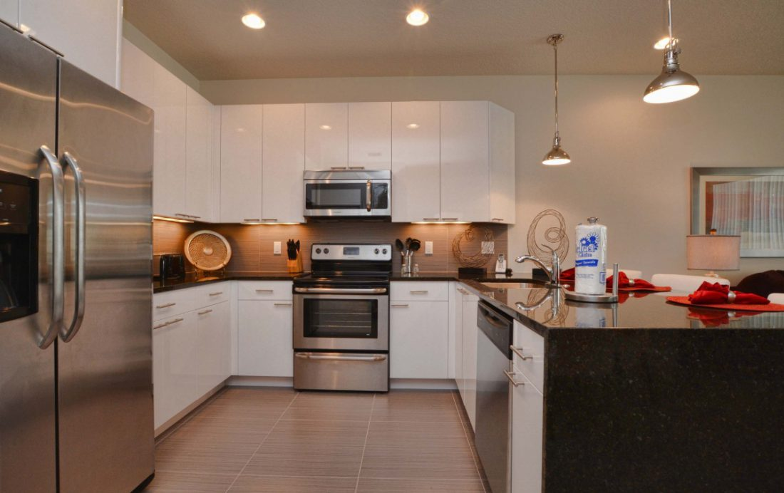 Kitchen - Upper Mainstay 3 Bedroom Beautiful Orlando Townhouse - Dream Resort - Homes4uu