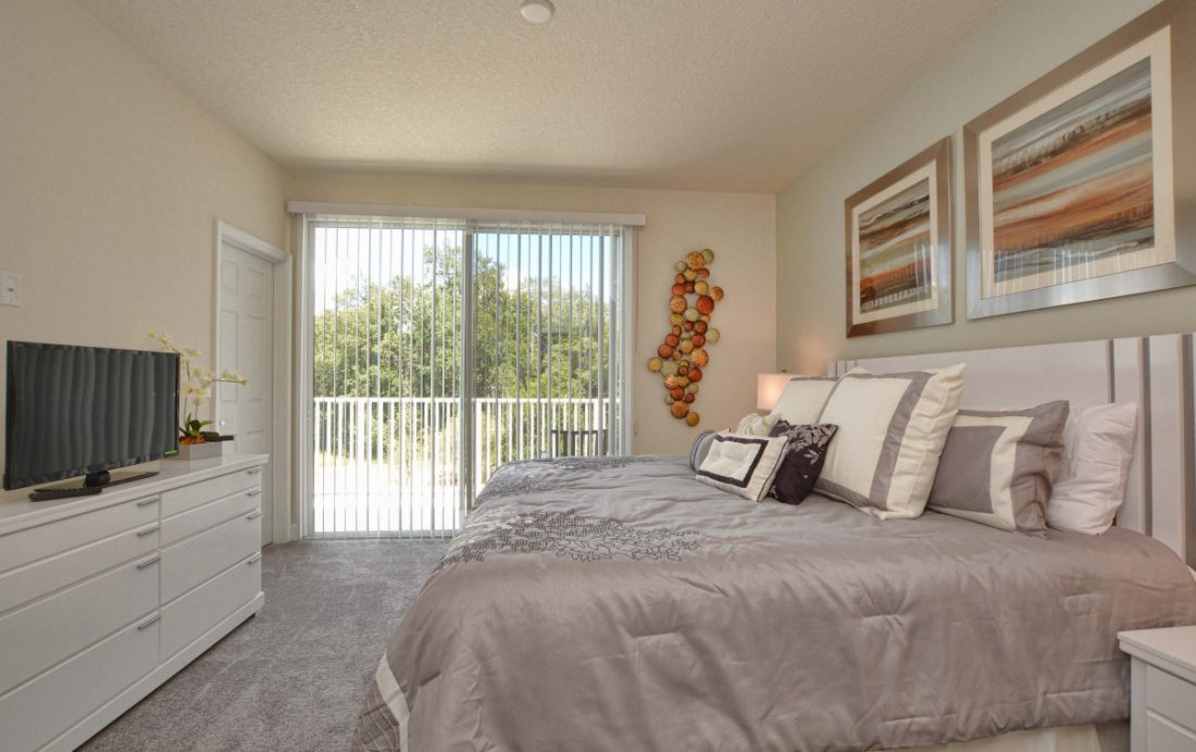 Bedroom 1 - Upper Mainstay 3 Bedroom Beautiful Orlando Townhouse - Dream Resort - Homes4uu