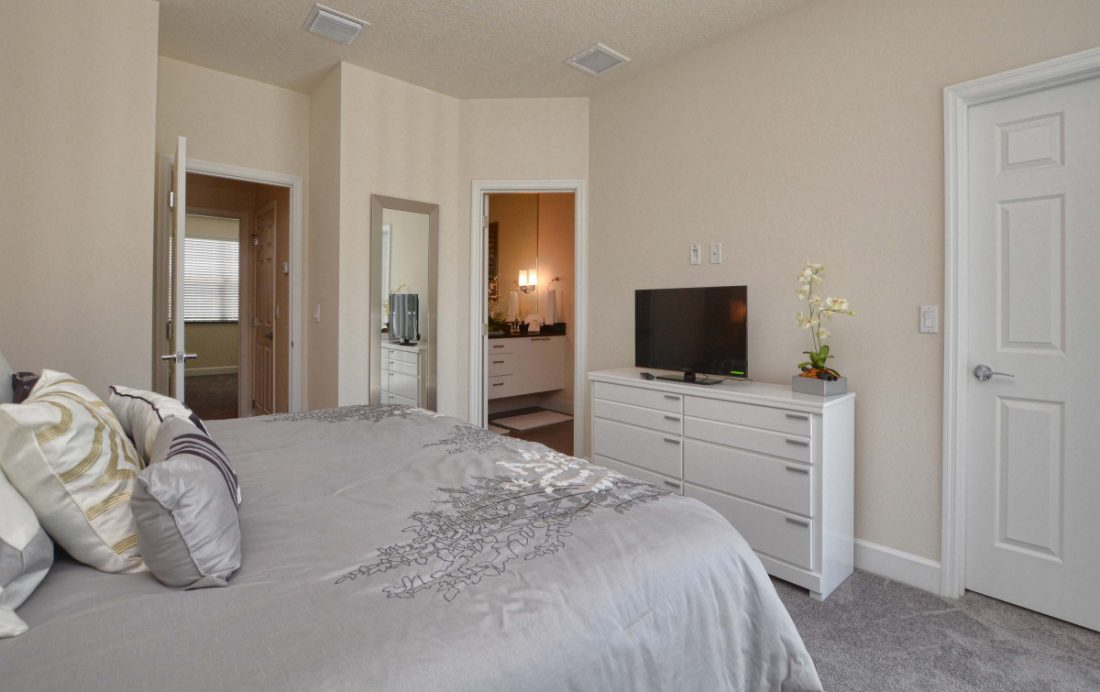 Bedroom 1c - Upper Mainstay 3 Bedroom Beautiful Orlando Townhouse - Dream Resort - Homes4uu