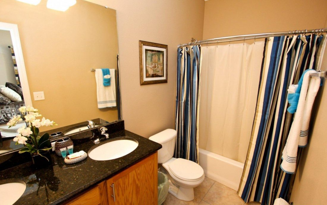 Bathroom 1 - Buoy Reverie - Well Appointed 3 Bed Townhouse - Homes4uu