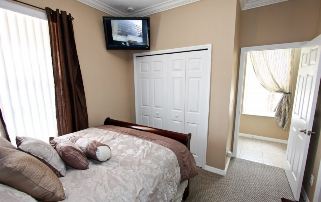 Bedroom 1 - Buoy Reverie - Well Appointed 3 Bed Townhouse - Homes4uu