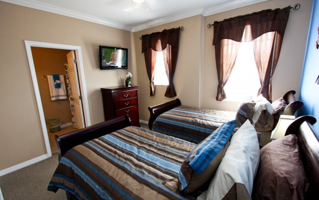 Bedroom 3 TV - Buoy Reverie - Well Appointed 3 Bed Townhouse - Homes4uu
