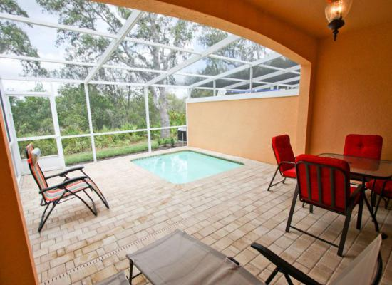 Plunge Pool and Pool Deck - Buoy Reverie - Well Appointed 3 Bed Townhouse - Homes4uu