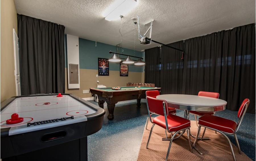Garage Games Room - Baltic - 10 Bedroom Orlando Vacation Home - Homes4uu