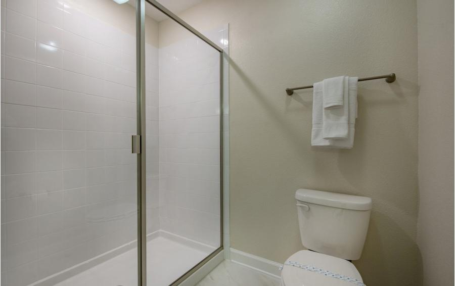 Jack and Jill Shower for Bedrooms 7 and 8 - Baltic - 10 Bedroom Orlando Vacation Home - Homes4uu