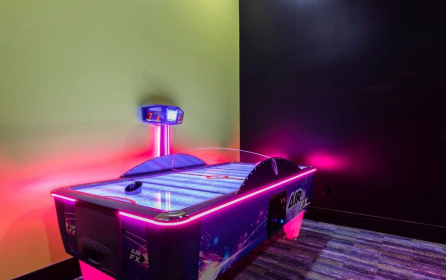Arcade Room - Air Hockey - Royal Fortune - 12 Bedroom Vacation Home - Homes4uu