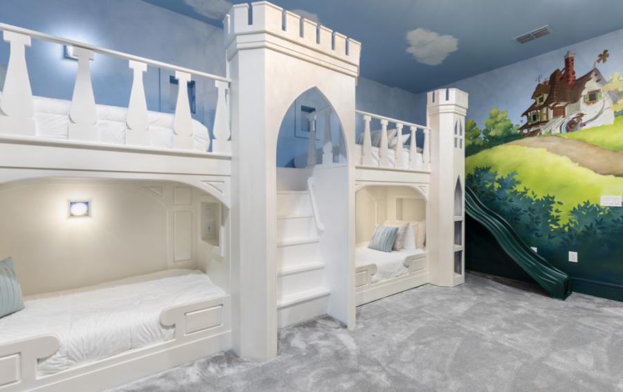 Bedroom 11 Princess Beds and Slide - Royal Fortune - 12 Bedroom Vacation Home - Homes4uu