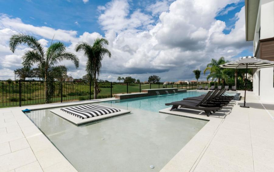 Pool Deck and Cool Off Area - Royal Fortune - 12 Bedroom Vacation Home - Homes4uu