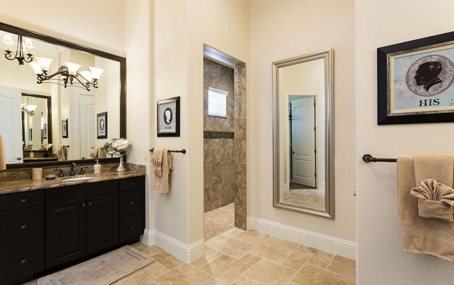 Bedroom 1 - Master Bathroom with Shower Room - Prince Royal - 11 Bedroom Vacation Home - Homes4uu