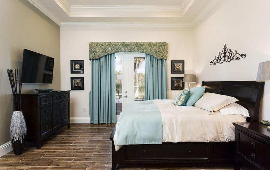 Bedroom 2 - Master Bedroom with Luxury Bedding Sleigh Bed - Prince Royal - 11 Bedroom Vacation Home - Homes4uu