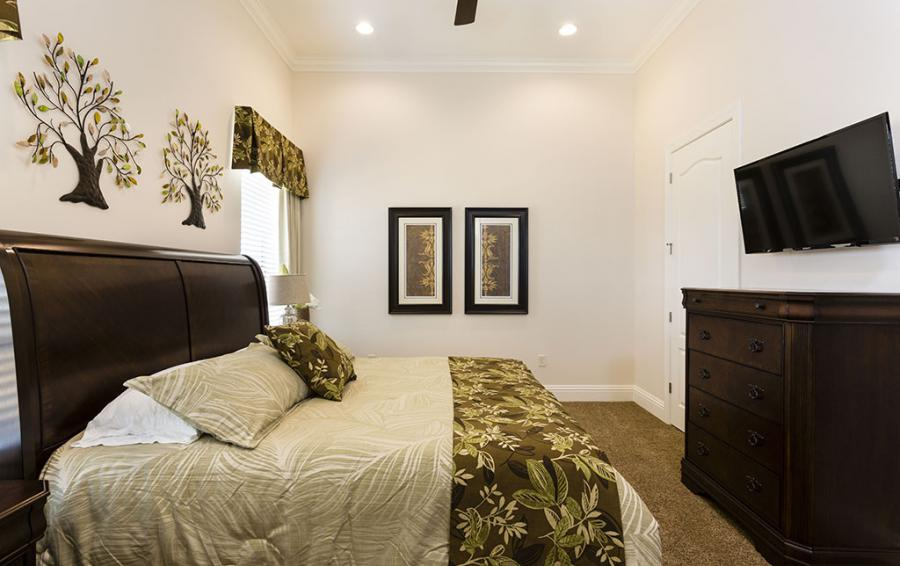 Bedroom 3-Luxury Bedding Sleigh Bed - Prince Royale - 11 Bedroom Vacation Home - Homes4uu