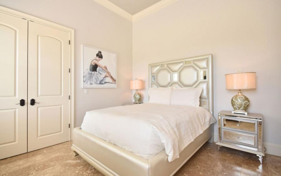 Bedroom - 5 - Queen Sized Bed - Swift Sailing - 6 Bedroom Custom Luxury Vacation Home - Homes4uu