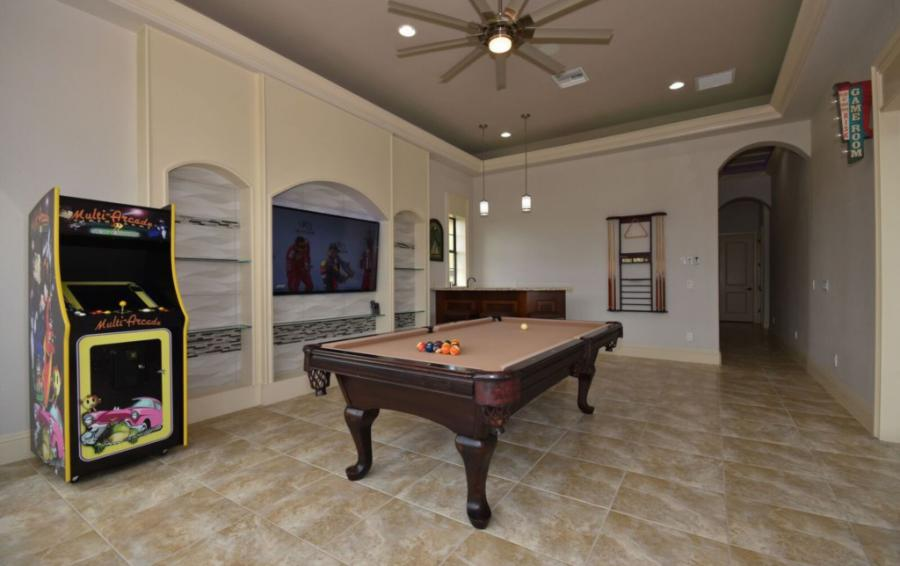 Game Room with Multi Arcade Machine - Swift Sailing - 6 Bedroom Custom Luxury Vacation Home - Homes4uu