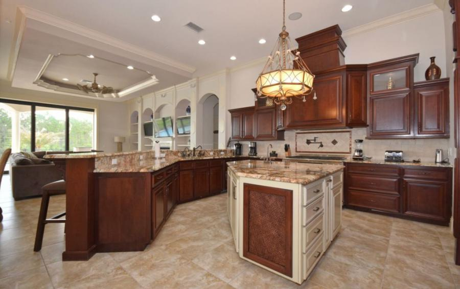 Kitchen with Granite and Professional Appliances - Swift Sailing - 6 Bedroom Custom Luxury Vacation Home - Homes4uu