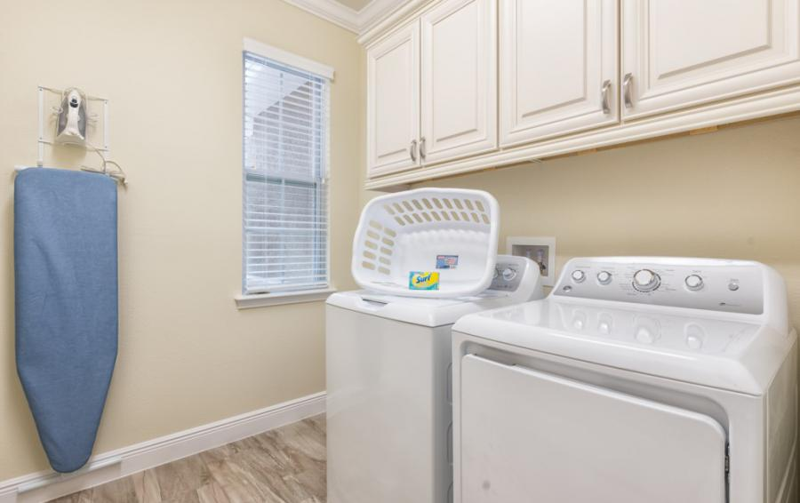 Laundry-room - Brinicle - 13 Bedroom Vacation Home Homes4uu