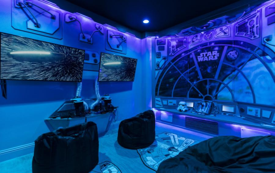 Millennium Falcon Secret Gaming Room Beab Bag Seating - Steam Boat Willie's Castle - 8 Bedroom Disney Themed Vacation Home - Homes4uu