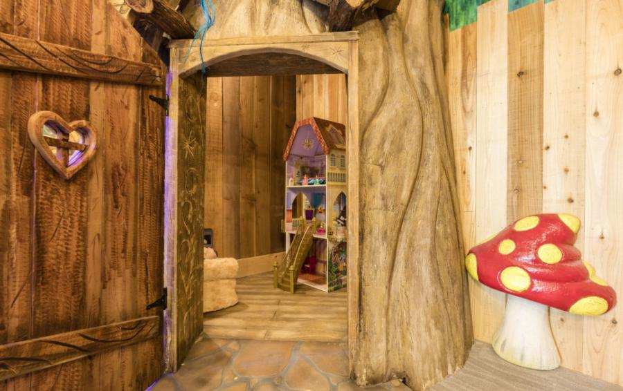 Playroom-Inner Room Doll House - Steam Boat Willie's Castle - 8 Bedroom Disney Themed Vacation Home - Homes4uu
