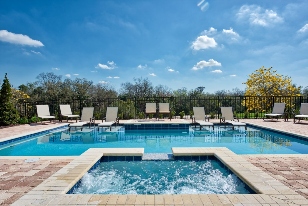 Pool and Spill-over Spa - 13 Bedroom Luxury Resort Orlando Vacation Home - Homes4uu