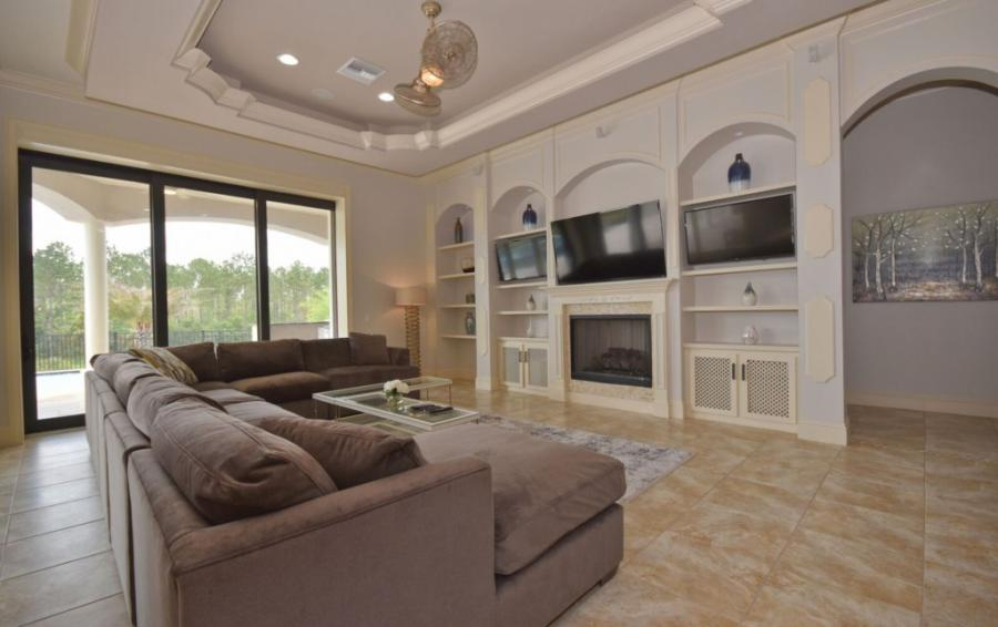 Second Living Room Smart Screen TV - Swift Sailing - 6 Bedroom Custom Luxury Vacation Home - Homes4uu