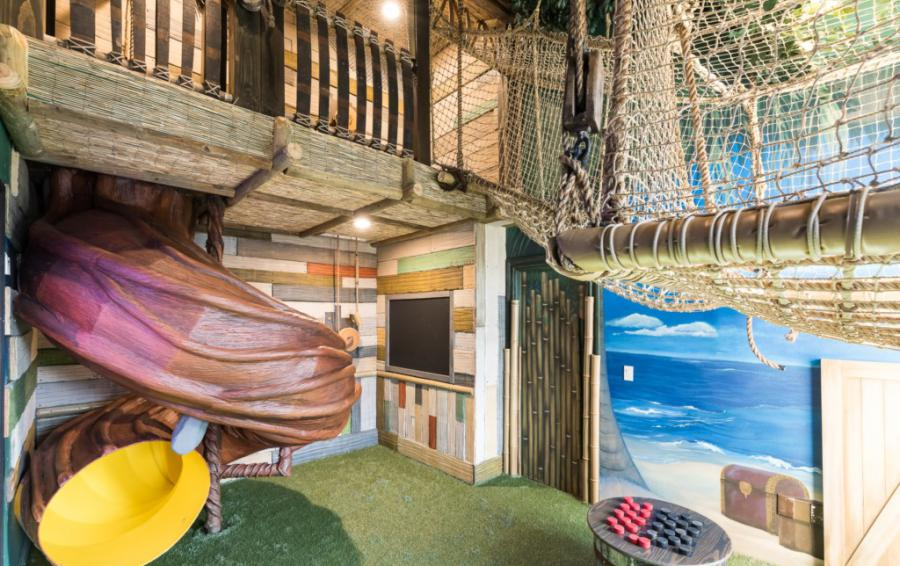 Secret Pirate Playroom with Slide and Rope Bridge - Treasure Hunt - 8 Bedroom Hidden Mickey Vacation Home - Homes4uu
