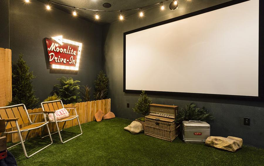 Drive In Theater Room - Cast Away - 5 Bedroom Themed Vacation Home - Homes4uu