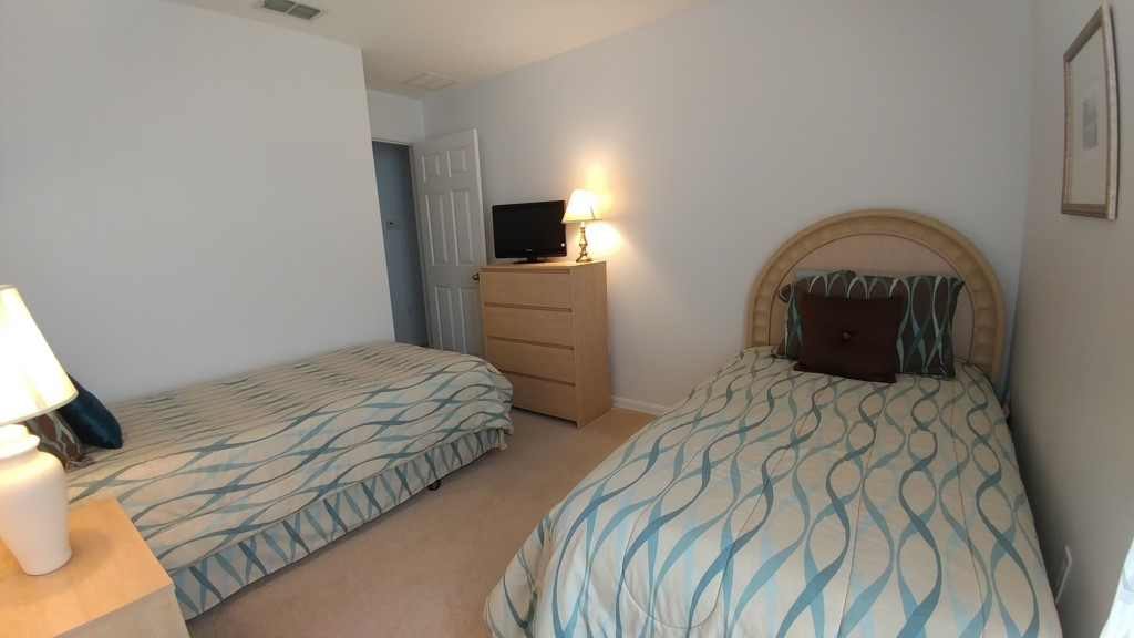 Bedroom 3 -Two Twin Beds with TV - 4 Bedroom Southern Dunes Vacation Home - Homes4uu