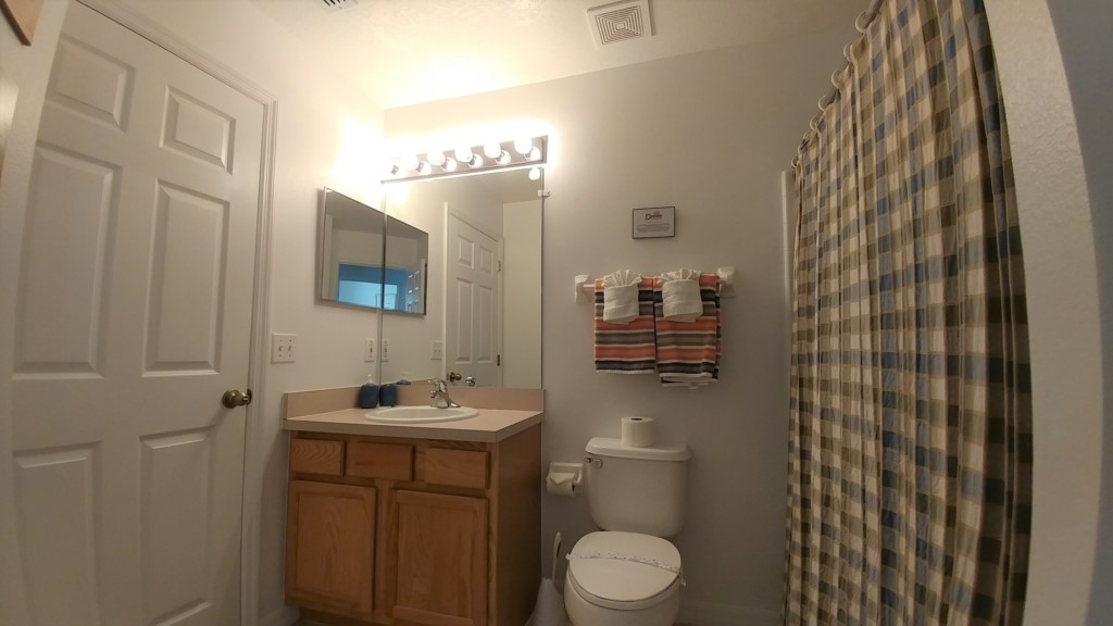 Shared Bathroom - 4 Bedroom Southern Dunes Vacation Home - Homes4uu