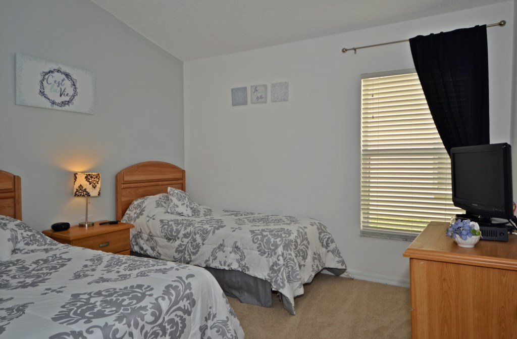 Bedroom - 3 -Two Twin Beds with TV - Bloomingdale Villa - 4 Bedroom Orlando Area Resort Vacation Home - Homes4uu