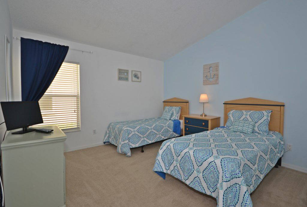 Bedroom - 4 -Two Twin Beds with TV - Bloomingdale Villa - 4 Bedroom - Orlando Area Resort Vacation Home - Homes4uu