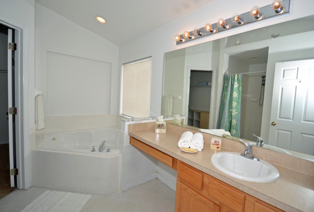 Bedroom - 1 -En-suite Bathroom with Corner Soaking Tub - Oriental Charm - 4 Bedroom - Disney Area Resort Vacation Home - Homes4uu