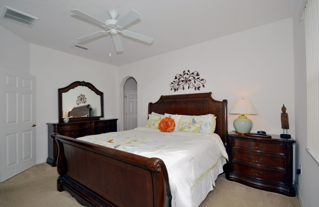 Bedroom - 1 - Master Suite King Size Bed - Minniehaha Villa - 4 Bedroom Orlando Area Resort Vacation Home - Homes4uu