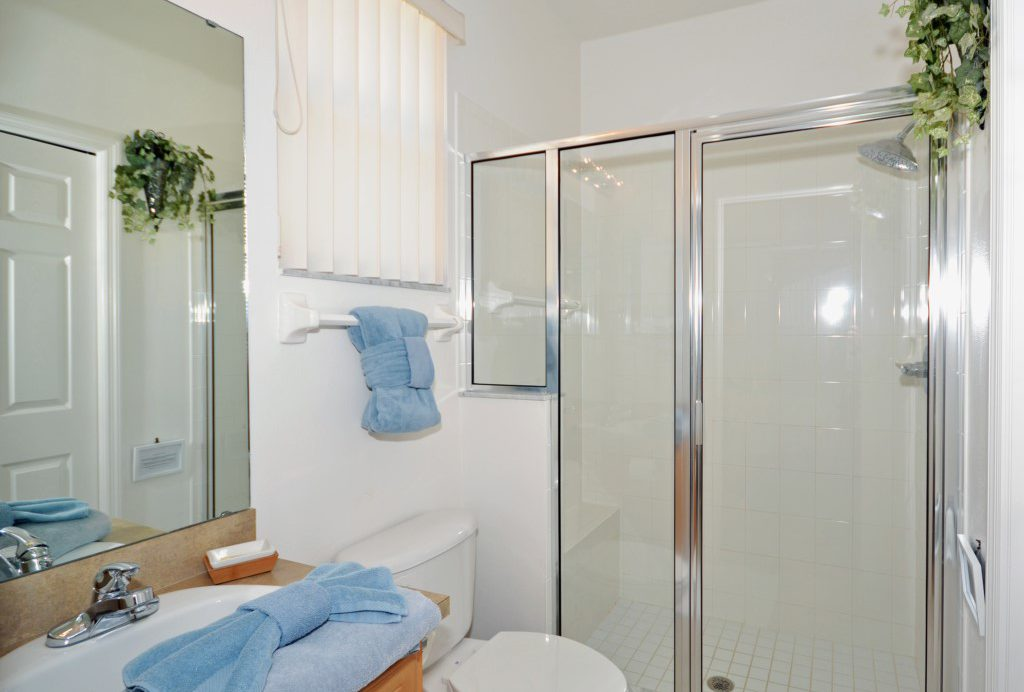 Bedroom - 2 - En-suite Bathroom - Minniehaha Villa - 4 Bedroom Orlando Area Resort Vacation Home - Homes4uu