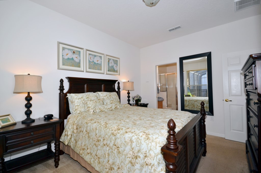Bedroom - 2 - Queen Bed - Minniehaha Villa - 4 Bedroom Orlando Area Resort Vacation Home - Homes4uu
