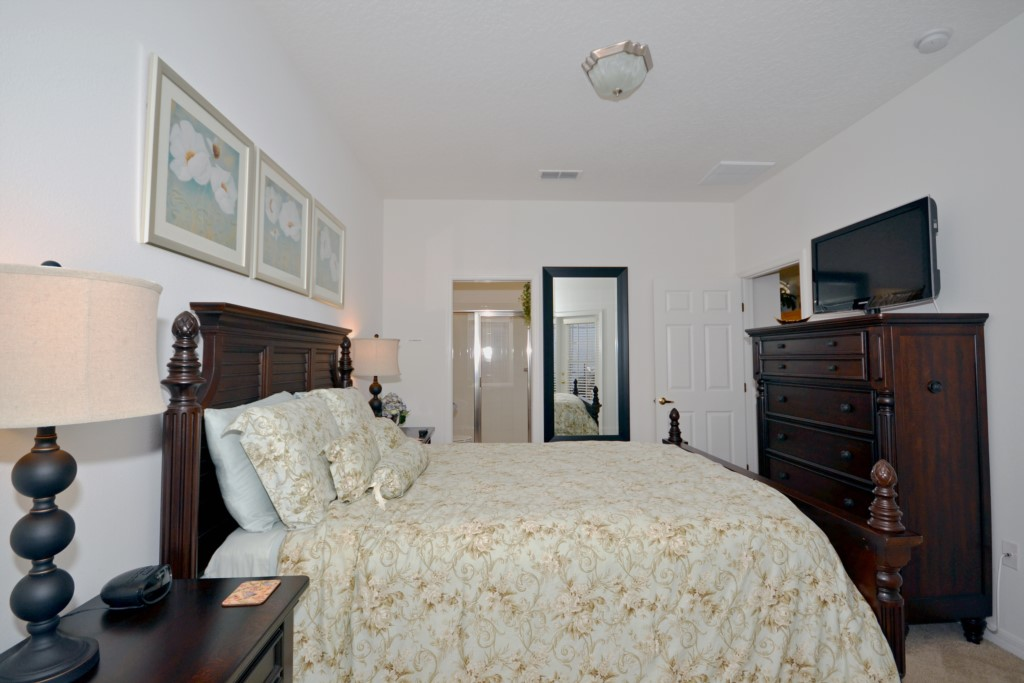 Bedroom - 2 -Queen Size Bed - Minniehaha Villa - 4 Bedroom Orlando Area Resort Vacation Home - Homes4uu