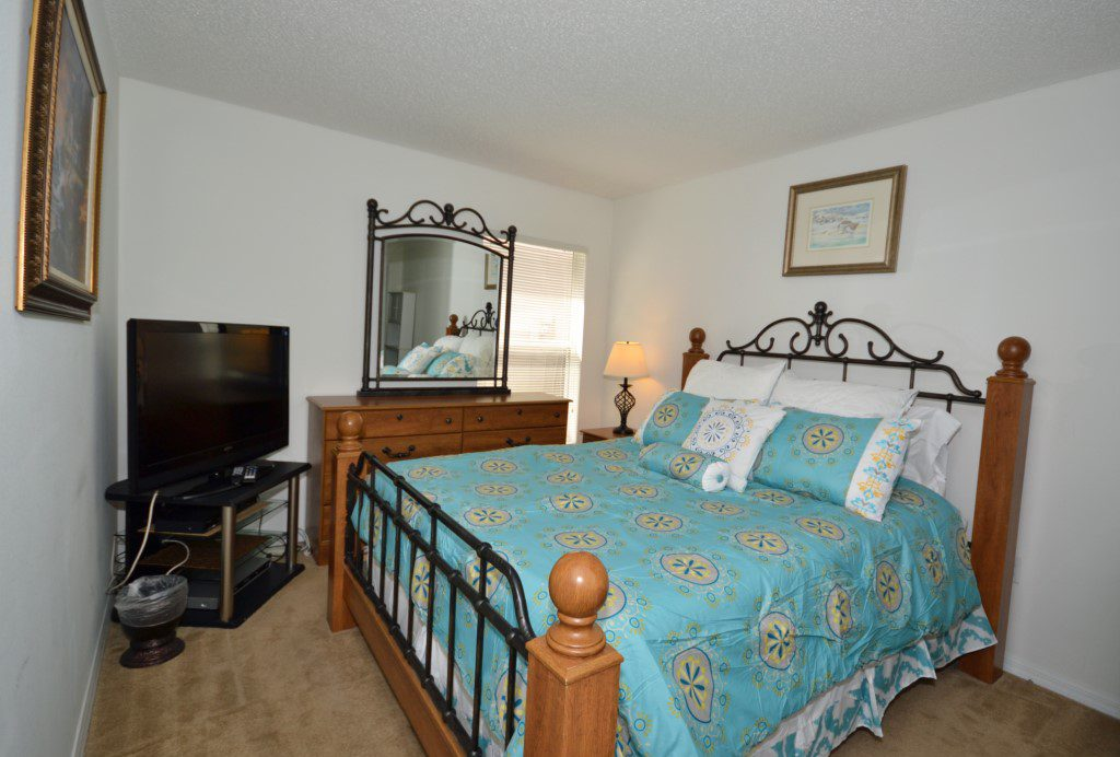 Bedroom - 2 -Queen Size Bed with Flat Screen TV - Oriental Charm - 4 Bedroom - Disney Area Resort Vacation Home - Homes4uu