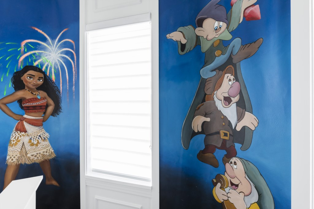 Bedroom 8 and 9 Disney Mural Options - Captain's Chair - 9 Bedroom - Luxury Orlando Vacation Home - Homes4uu