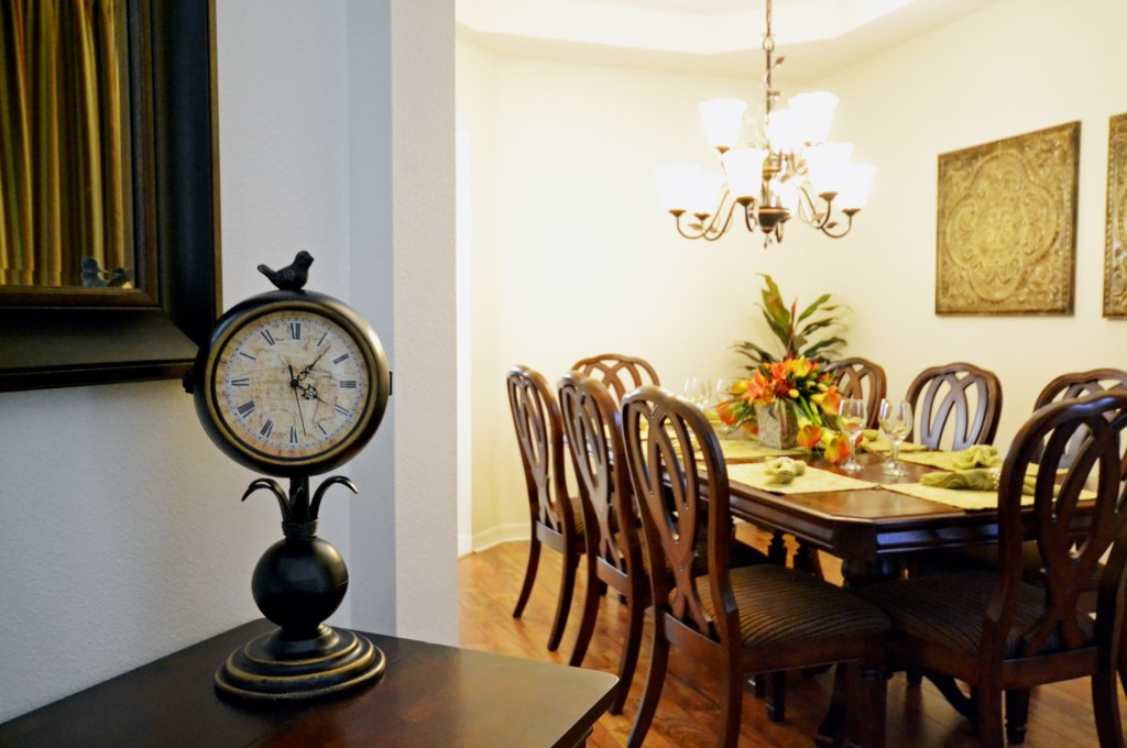 Dining Room Table - Minniehaha Villa - 4 Bedroom Orlando Area Resort Vacation Home - Homes4uu