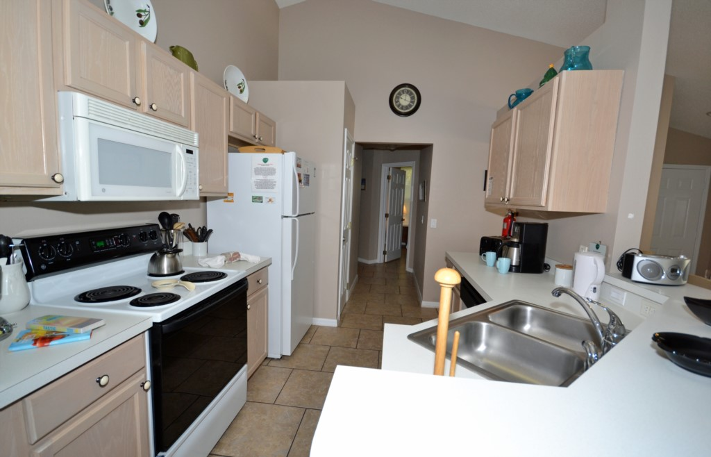 Kitchen Fully Equipped - Palm Villa - 4 Bedroom - Orlando Golf Course Vacation Home - Homes4uu