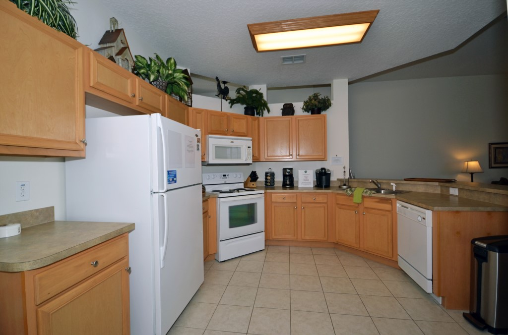 Kitchen - Minniehaha Villa - 4 Bedroom Orlando Area Resort Vacation Home - Homes4uu